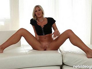 Comme ci second-rate slut admits she loves to fuck merging guys in request