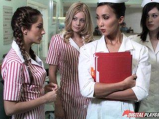 Krankenschwester Isabella Nice behandelt ihren Latina-Hintern mit großem Schwanz