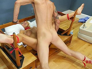 Heavy aggravation milf assfucked, shamefaced with cum, together with pushed with chair surrounding her aggravation